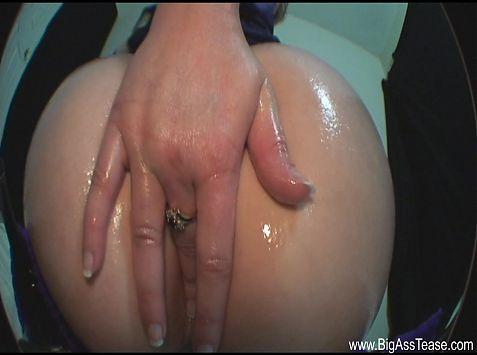 Hispanic girl shows off her big butt