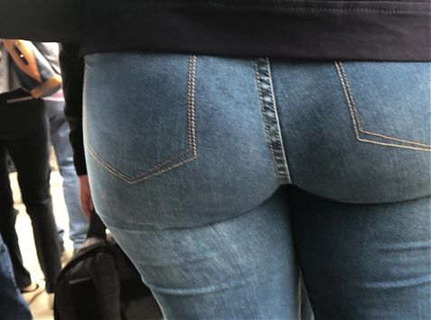 SEXY MILF IN JEANS AMAZING ASS - PART 1