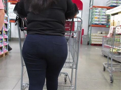 Sexy plump ass Latina in tight pants and heels
