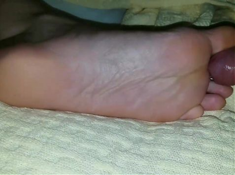 Cumming again on her soles with golden polish nails