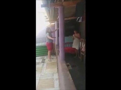 Mulher sem toalha
