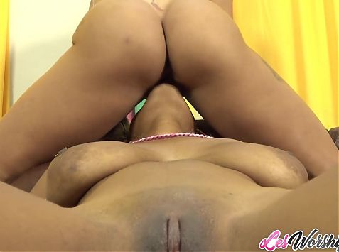Horny Tina Fire and Bianca Naldy pussy play